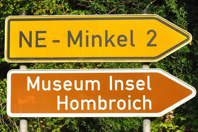 Museum Insel Hombroich bei Neuss (NRW). Anatol Herzfeld (* 1931), Schüler von Joseph Beuys ... archaische Steinritzereien im Steinkreis ... Fotos: Brigitte Stolle 2016