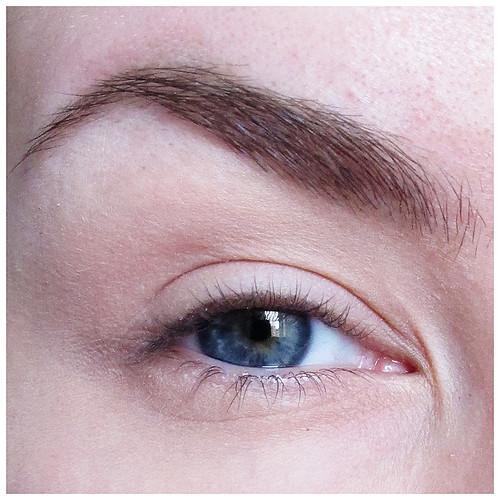 698_eyeliner_01