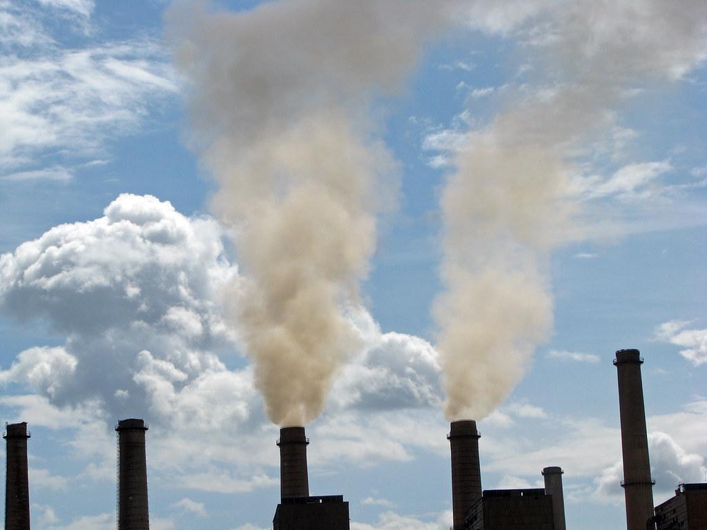 燃煤電廠。Lundrim Aliu / World Bank(CC BY-NC-ND 2.0)