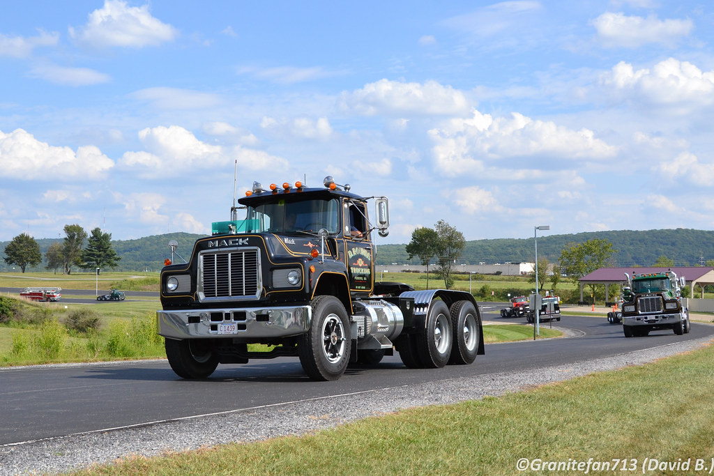 1979 Mack Tractor Truck : Mack rd tractor trucks buses trains by
