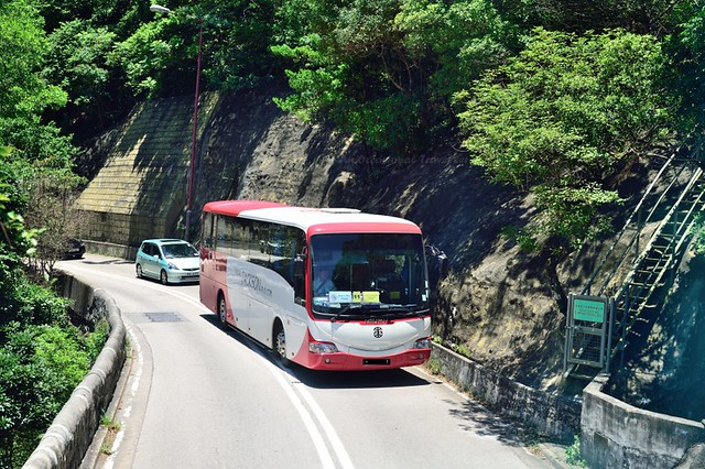 The narrow twisting road to Shek O