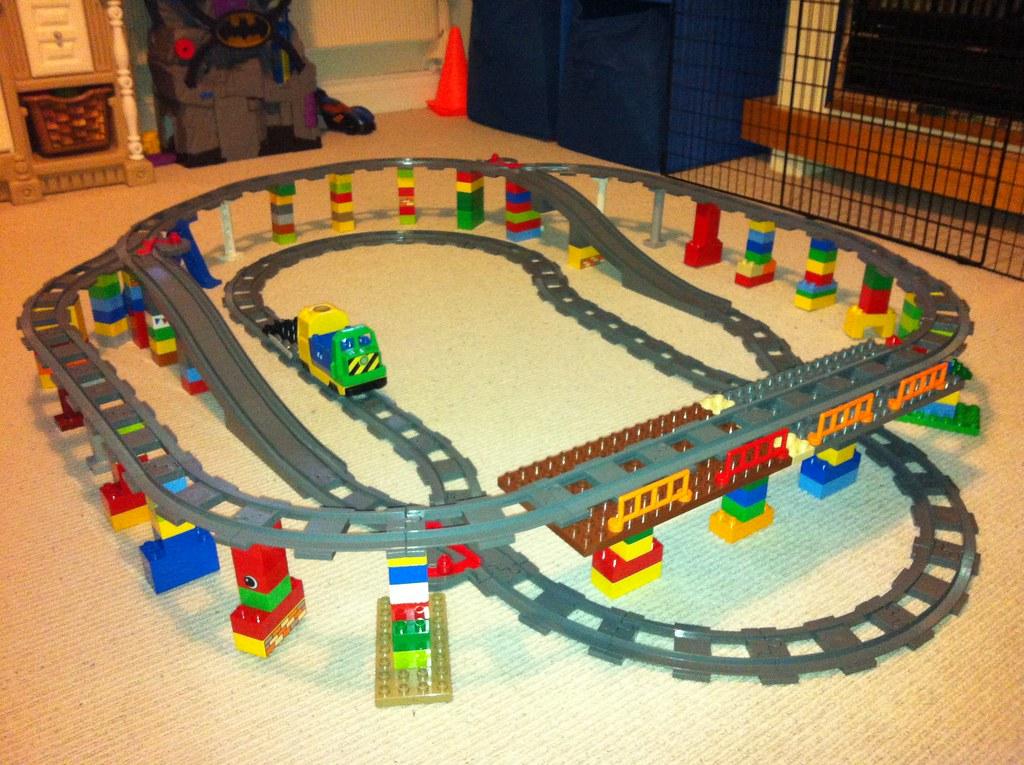 Lego duplo elevated train track ravnut flickr for Adventskalender duplo