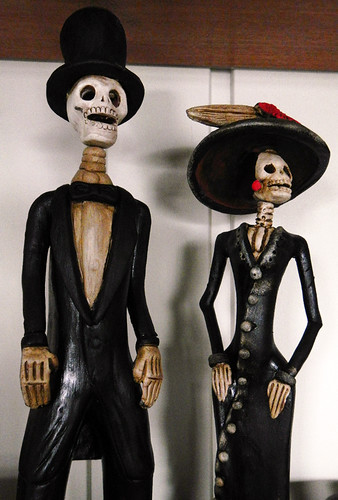 Mexican Crafts: Some well-dressed skeletons