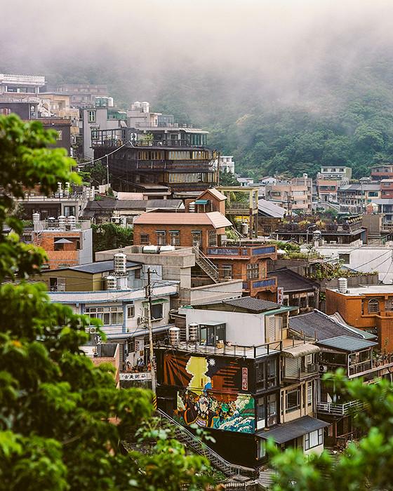 © 2016. Jiufen in Ruifang District. Monday, Sept. 5, 2016. Ektar +2, Pentax 6x7.