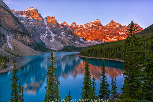 moraine lake sunrise even without dramatic clouds the