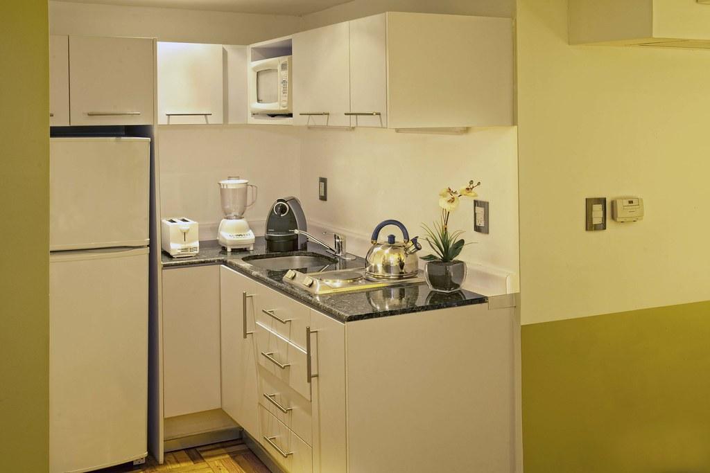 Cocina departamento amueblado tipo 4 remodelado sencillo for Departamentos amueblados