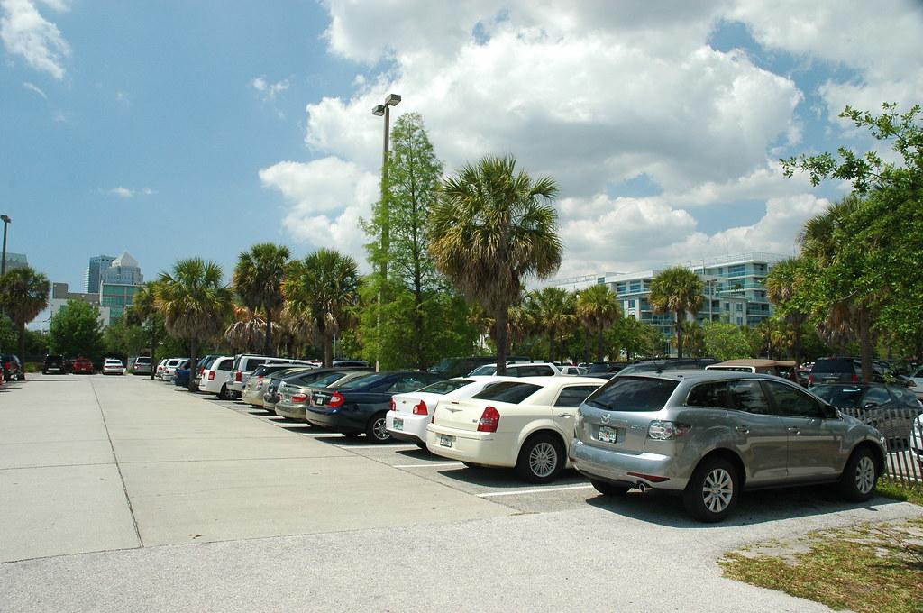 florida aquarium parking lot hours