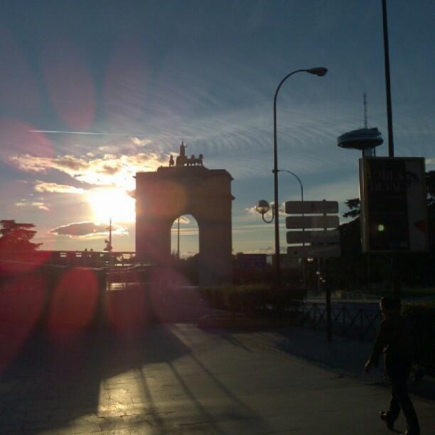 At arco de la victoria puerta de moncloa arco de la for Puerta la victoria