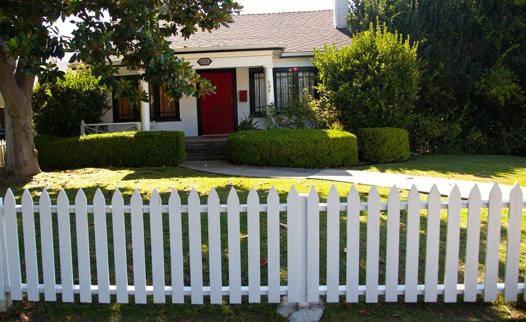 la white picket fence today 39 s house is banal utterly unr flickr. Black Bedroom Furniture Sets. Home Design Ideas