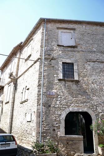 La casa dei fantasmi il palazzo dei conti minutolo for Piani di casa di log in stile ranch