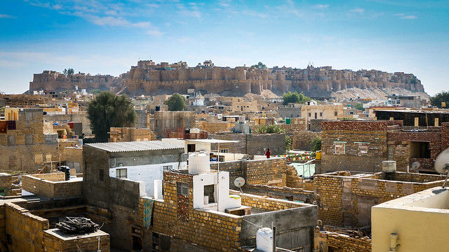 Fort view from rooftop of Hotel Pleasant Haveli, Jaisalmer, India ジャイサルメール、ホテル・プレザント・ハヴェリ屋上から見たフォート