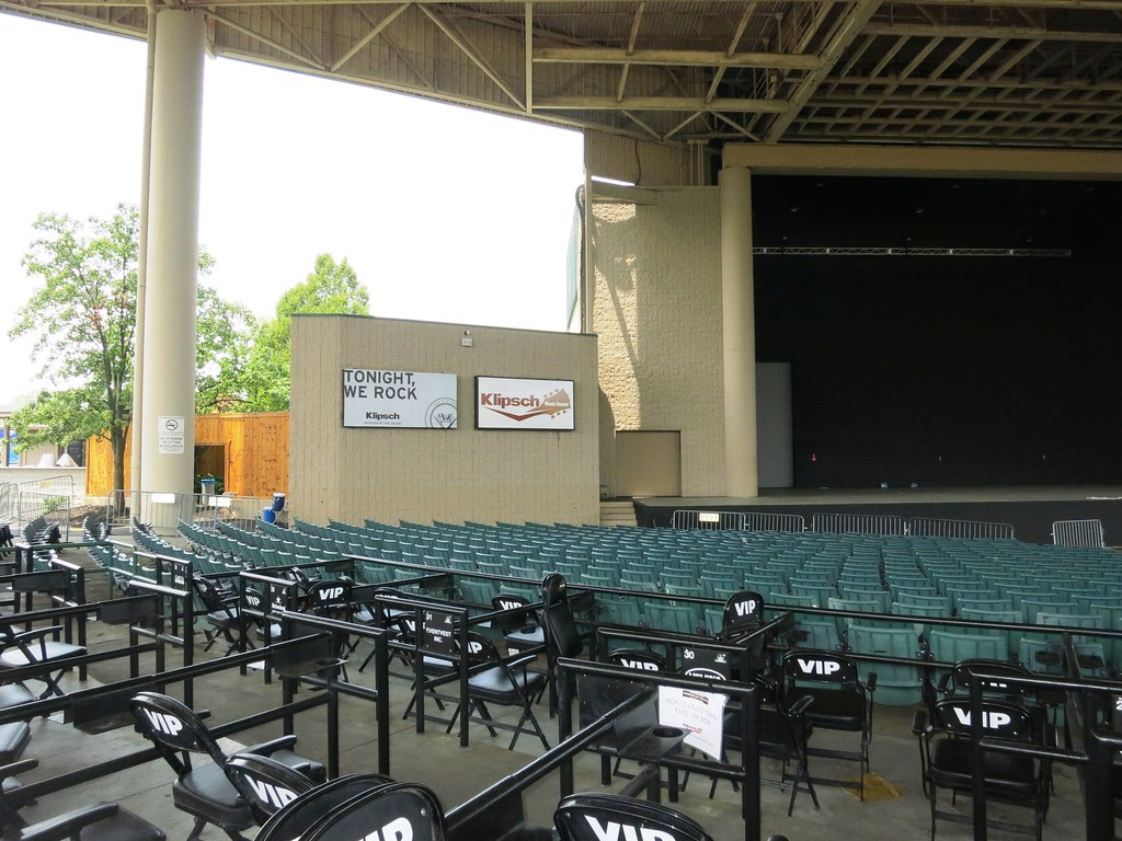 Lighted Stage Digital Graphic Panels At Klipsch Music Cent