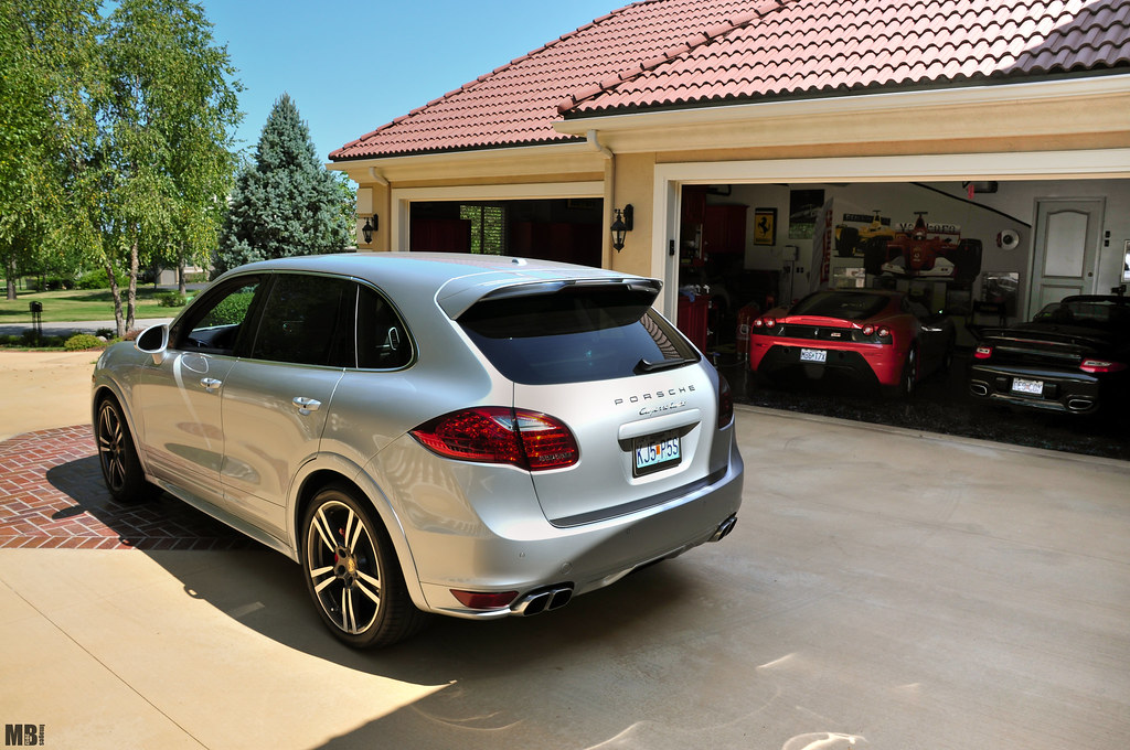 Porsche cayenne garage buddies porsche cayenne twin for Garage porsche caen