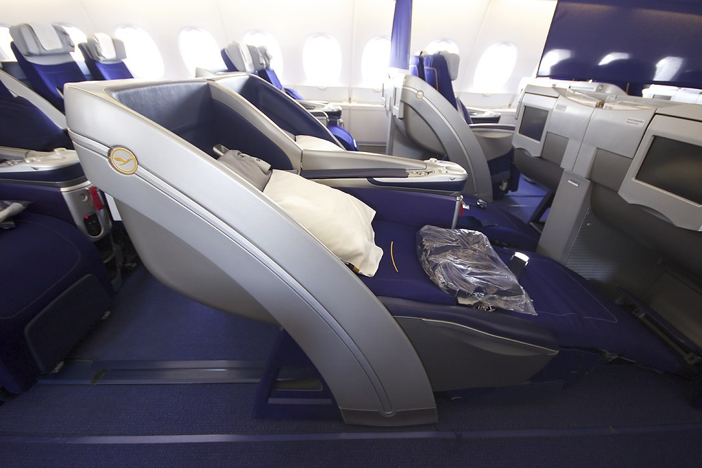 lufthansa a380 800 very nice lines on the business class s kevin boydston flickr. Black Bedroom Furniture Sets. Home Design Ideas