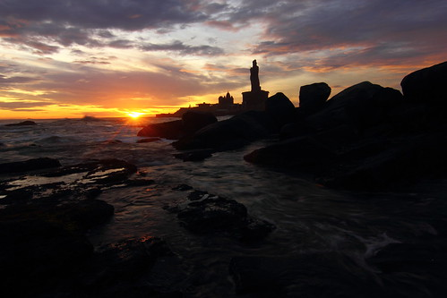 Sunrise @ Kanyakumari..Seen in the backdrop is the famous Thiruvalluvar statue. | by James Adaickalasamy