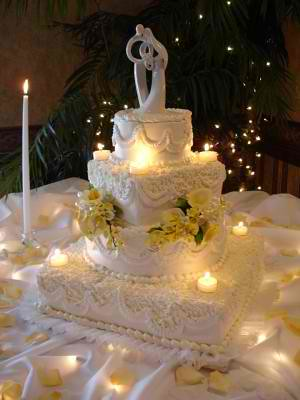 square-and-round-tiered-wedding-cake- | Uncle Mikeys | Flickr