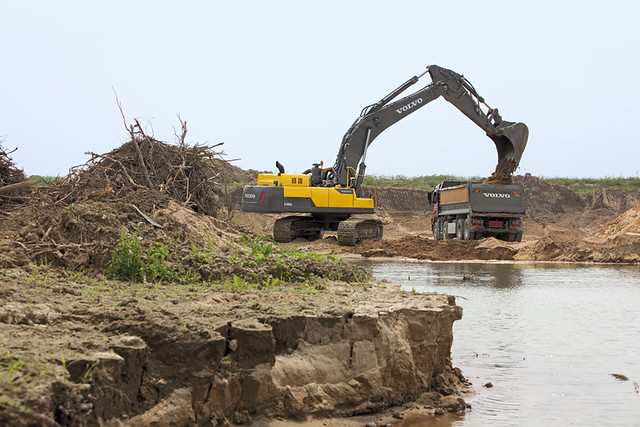 volvo ec480d crawler excavator on site flickr photo
