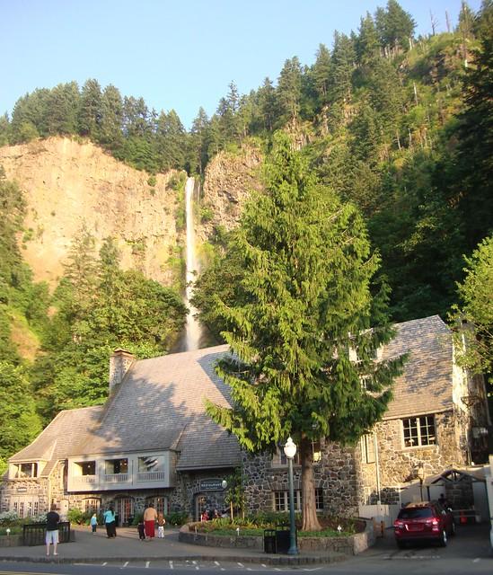Multnomah falls and lodge multnomah county oregon