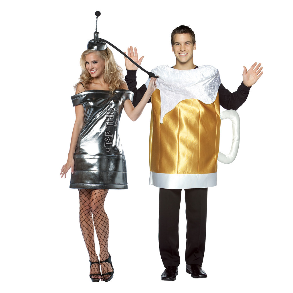 Beer-mug-and-tap-this-keg-couples-costume