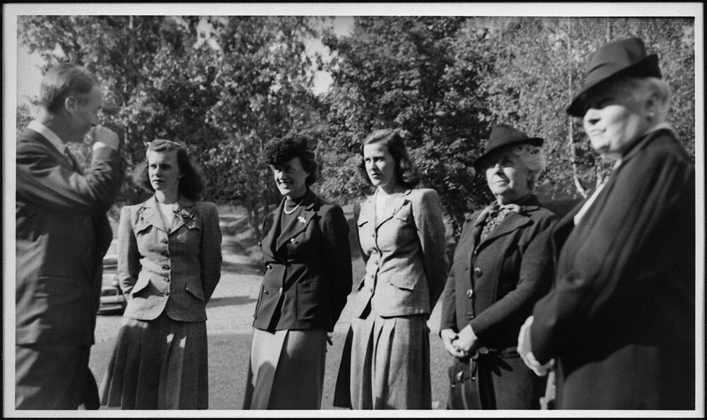 Thérèse Casgrain, third from the left; her daughters, René ...