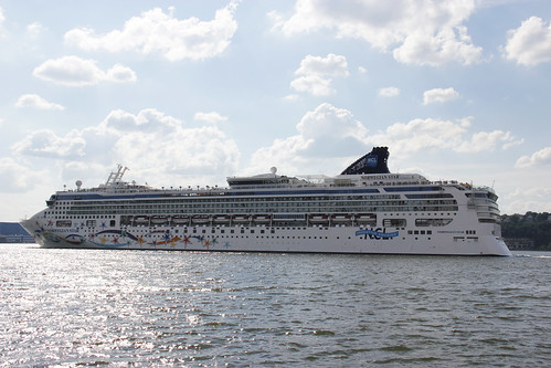 Picture Of Norwegian Star Leaving Pier 88 In New York City. Photo taken Sunday August 12, 2012 | by ses7