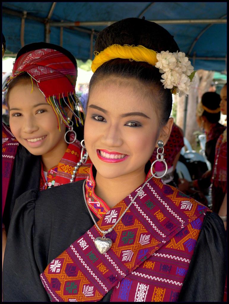 Isaan girls