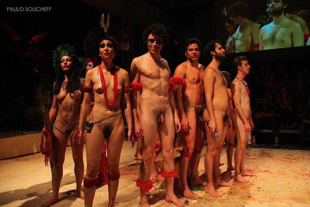 в театре фото голых