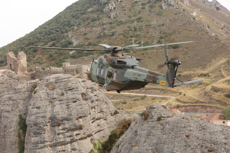 Recepción de los dos primeros helicópteros HT-29 Caimán