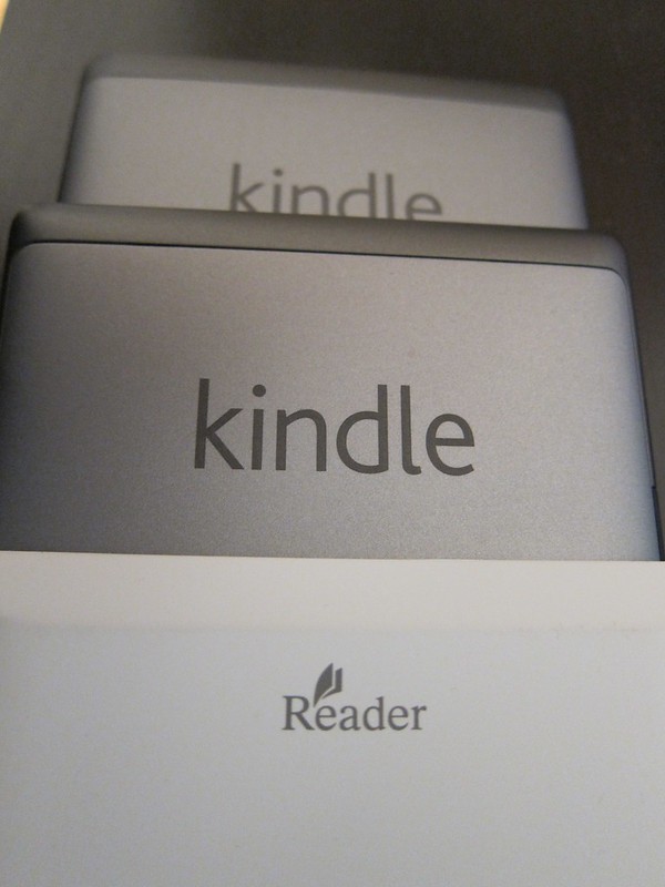 20120709_Kindle_touch_vs_Sony_PRSt1_022