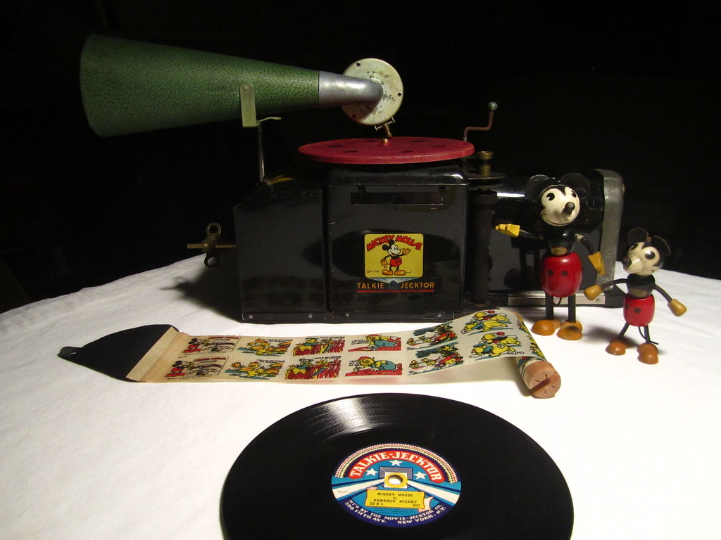 Mickey Mouse Talkie Jecktor Toy Gramophone Projector