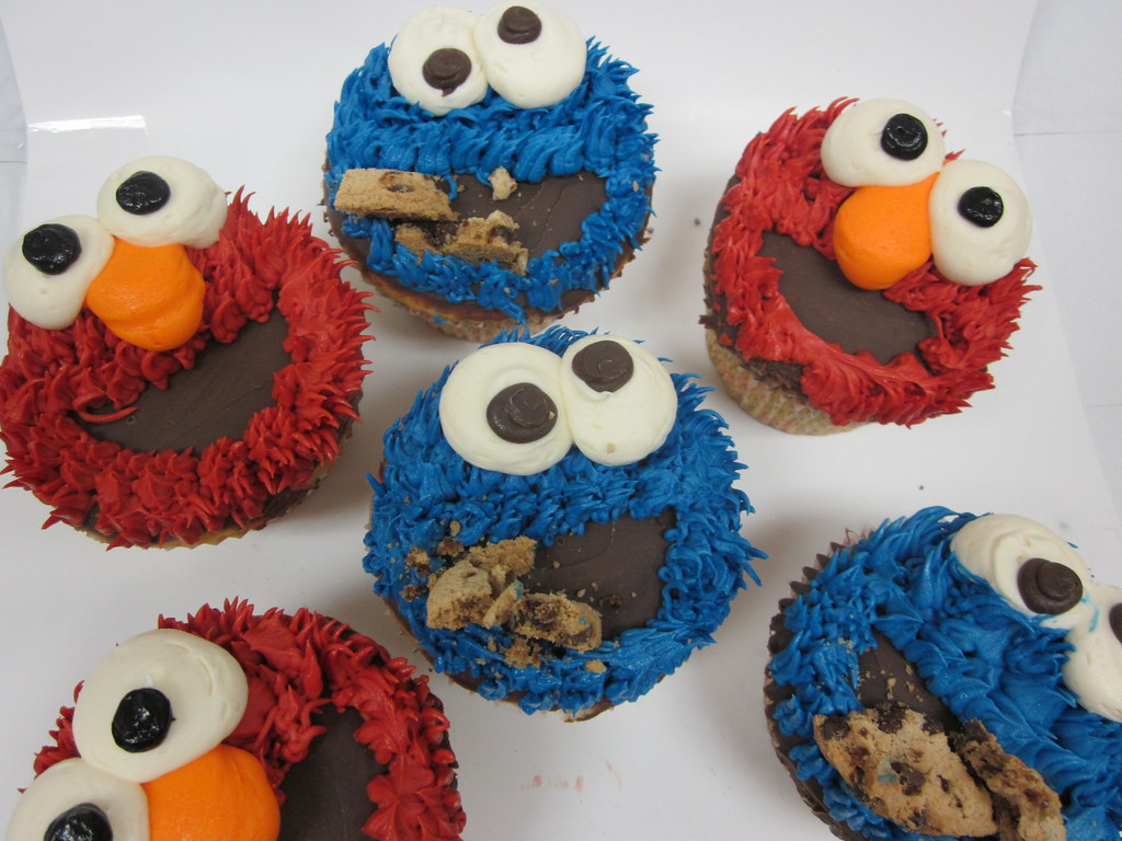 cartoons cookie monster and elmo cupcakes treat cupcake
