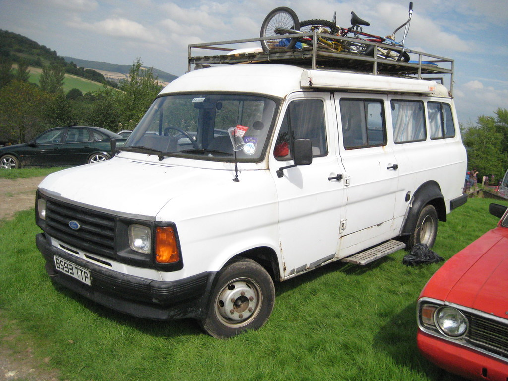 ford transit mk2 minibus reminiscent of many school. Black Bedroom Furniture Sets. Home Design Ideas