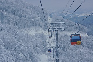 Cable car running from Yongpyong Ski Resort to the Rainbow summit, South Korea | by UweBKK (α 77 on )