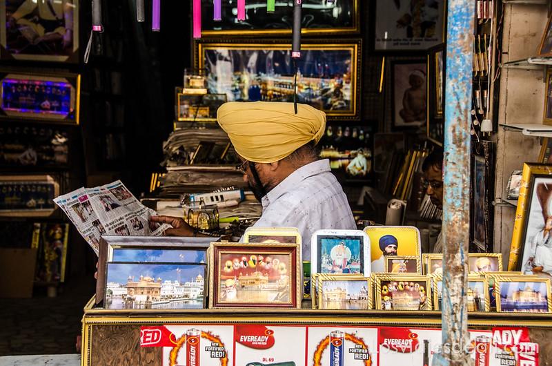 comercio junto al templo dorado de los sijs