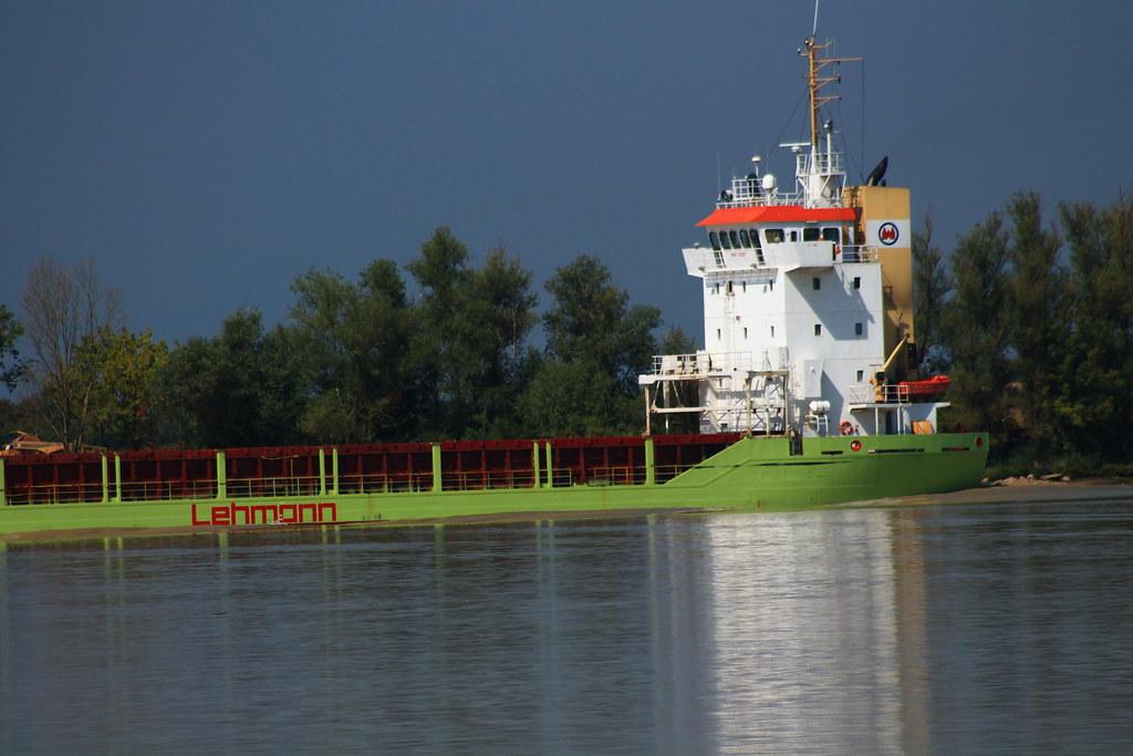 cargo ship karin lehmann on way to bordeaux bassens. Black Bedroom Furniture Sets. Home Design Ideas