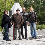 Фаина Гороховская и Михаил Вулах возле могил