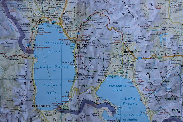 Het meer van Ohrid, grens tussen Macedonië, Albanië en Griekenland ...