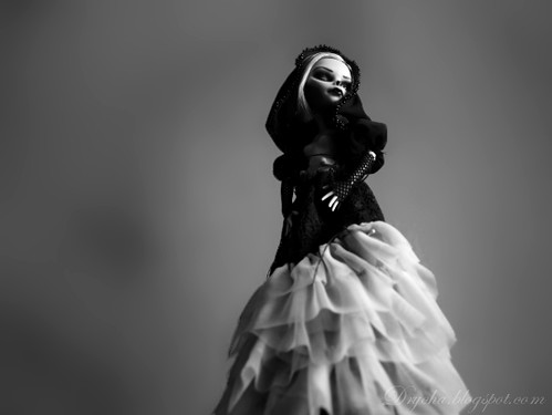 back to Ghoulia - gown in progress | by Drycha