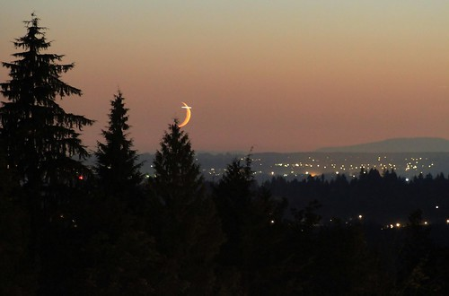 2012-09-18 - 8:20pm - Moon setting | by Ken_Lord
