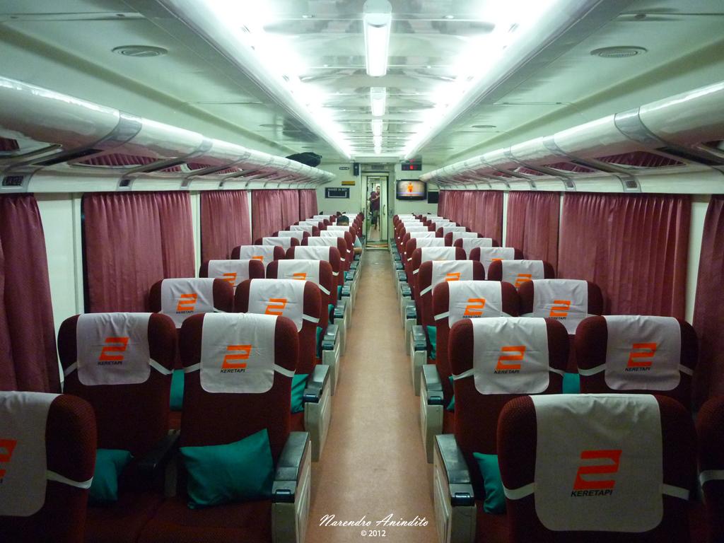 Ilustrasi penampakan ruangan dalam kereta api malioboro ekspress