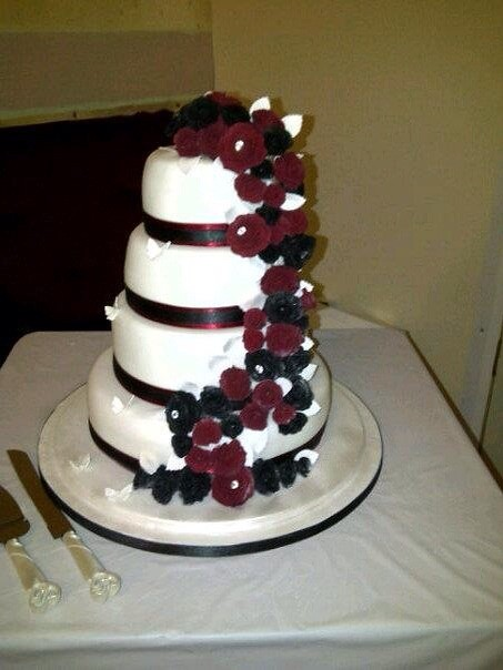 burgundy black and white wedding cake burgundy and black roses wedding cake hill flickr 12234