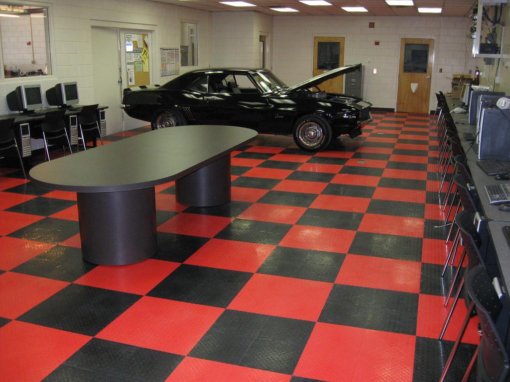 Classz28 004 Gladiator Floor Tiles At Lake Technical Cente Flickr