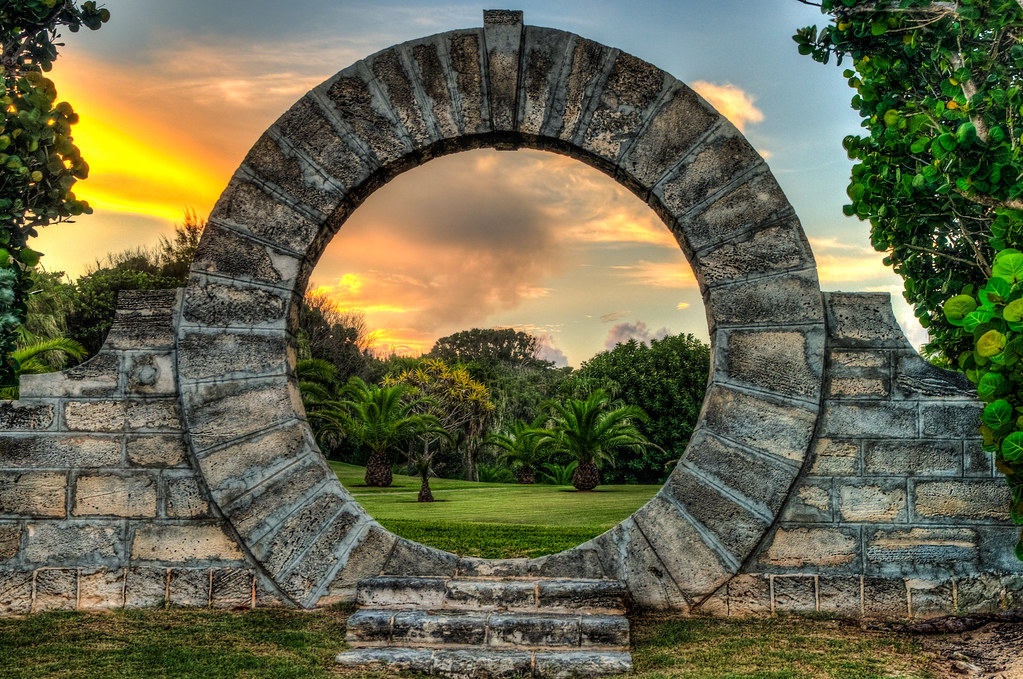 Bermuda Lucky Stone : Moongate sunshine bermuda moongates are a common feature
