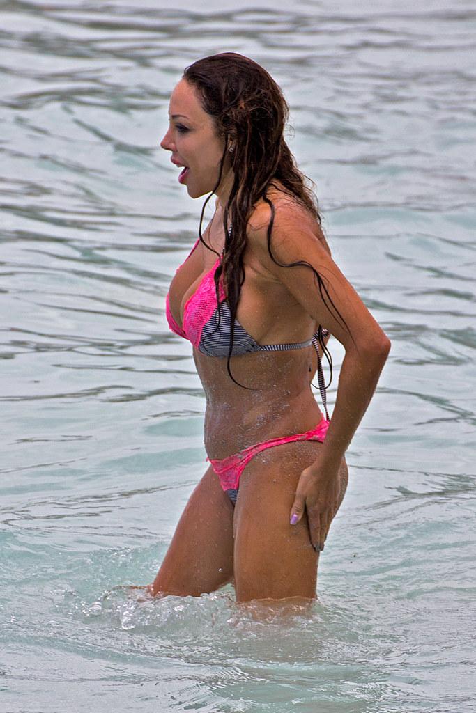 Cindyana11   Hollywood actress Cindyana Santangelo surfing ...