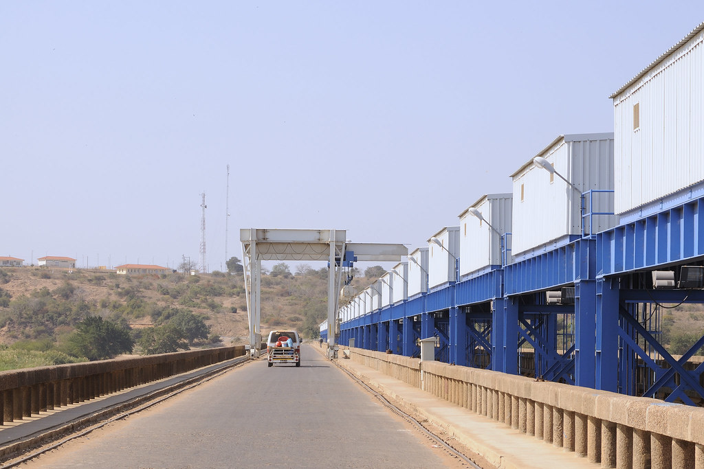 Bridge across the Limpopo River (East Barrage) at Macarret ...