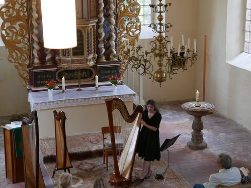 Jessyca Flemming spielt die Konzertharfe