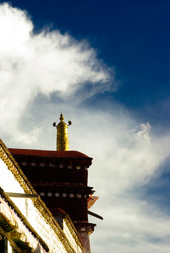 大昭寺 JOKHANG TEMPLE  @  LHASA | by C:"|335|500|?|5932ebb23ed51f342c78054f7ab0b429|False|UNLIKELY|0.33035486936569214