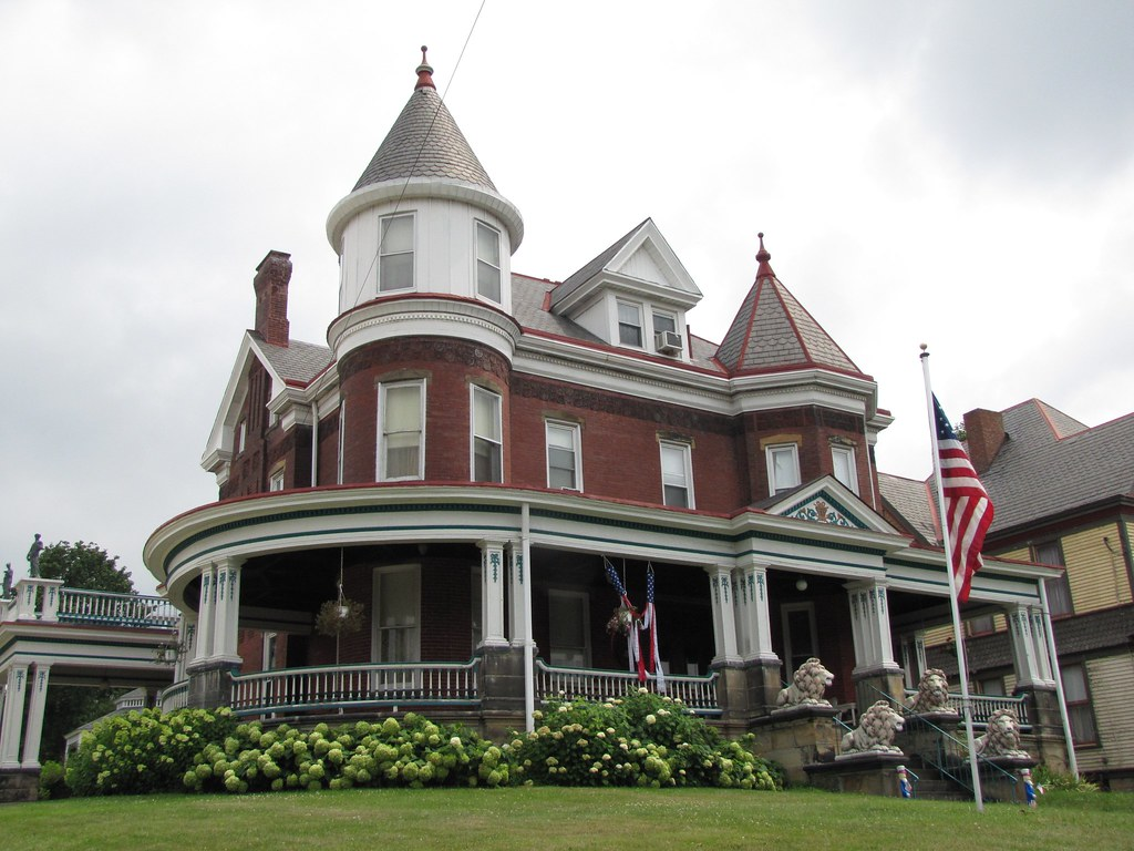 Red victorian house with tower washington pennsylvania for Homes with towers