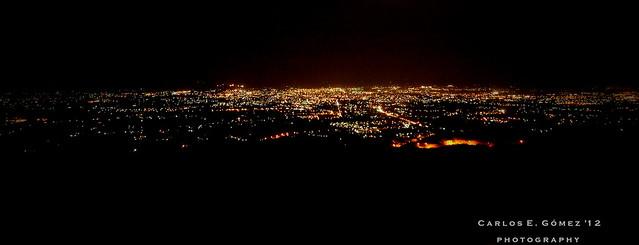 Santiago nocturnal desde una altura (Nightly Santiago from a height)