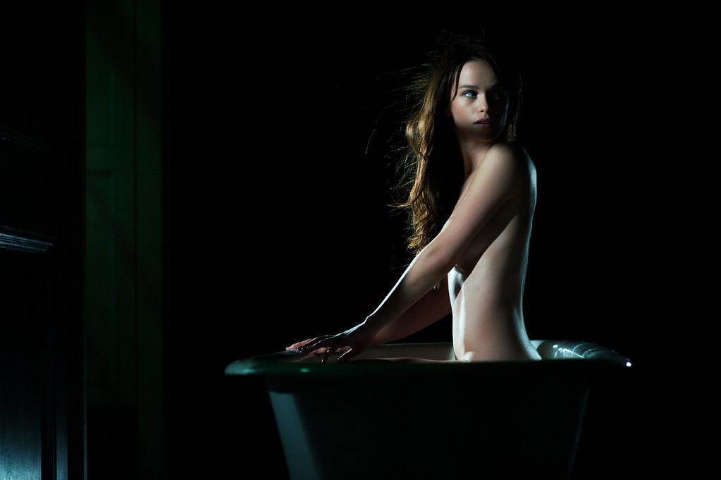 Картинки салон девушка голая автомобиль на рабочий стол